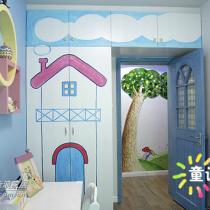 手绘的衣柜门,右边的墙壁,上面的照片还没挂上去,下面,是给我们的BB乱涂乱画,尽情发挥创意的地方
