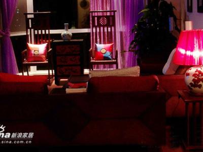 入夜,静看这两把椅子,有一种特别的气质