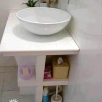 洗脸池和杂物放置的地方