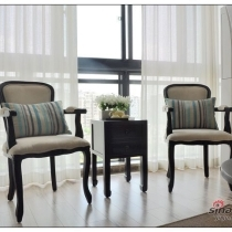两把椅子是我们带着设计师一起在外贸家具店淘的,可以说起着很重的分量