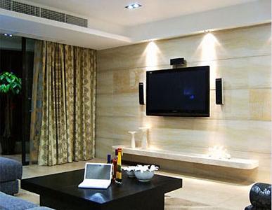 客厅的米色系显得更加有居家感,增加空间通透感和整体感。家具也是将时尚和温 馨进行混搭,没有更多的浮夸感和奢华感,将这种平凡的温馨融入生活