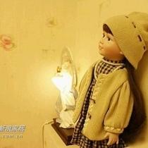 可爱的小娃娃和美人灯