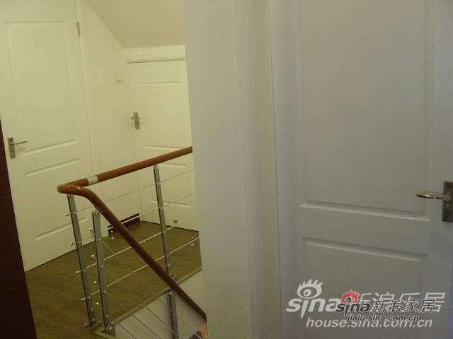 楼上有三扇门,中间一扇是储藏室