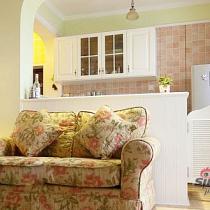 进厨房的部位做了一个小半门,很别致。小户型可以有这样一个厨房足以啊。