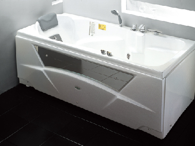 浴缸休闲椅功能更多样,华美嘉乐享-WK-1205浴缸。浴缸能随时变身为休闲沙发,洗浴过后,放松地躺在上面,犹如躺在豪华游艇的甲板上一般舒适。盖板分三个部分,每部分由相连的两片组成,既可组合也可单独使用。沐浴时单个部分可以作为物品架使用,单独一个或两个部分也可以作为座椅使用,让你能够放松地进行身体护理。