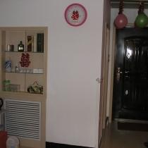 把原来的墙掏了个门洞,上半部分正面是酒柜,背面是橱柜,下面是暖气,墙太厚,掏洞工钱250