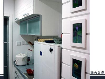 厨房,合家欢的基板什么都是比较好的,是吉林森工的,其他2家问到这个问题比较含糊,烤漆据罐头看下来,合家欢也是最好的,合家欢面板是180M2,台面偶们上次看到的380的特价还在,不过压可力含量只有10%