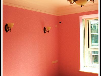 主卧的壁灯装好了