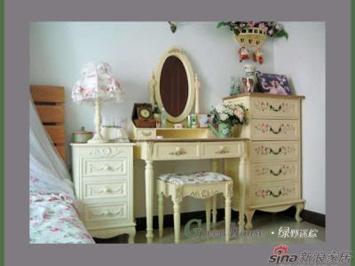自己店里的家具,原本是纯白色的,专门让厂里帮我订做为米黄色!手绘五斗柜:http://item.taobao.com/item.htm?id=1590770746