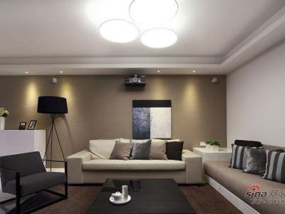 客厅。喜欢这种色调,这幅画,给我宁静、安心的感觉。