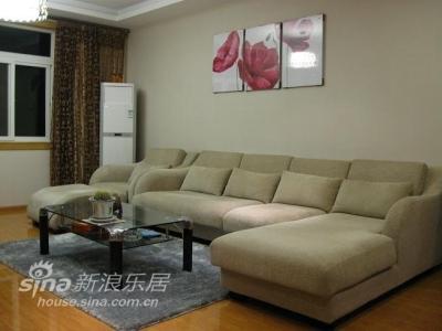 客厅背景:沙发有3米6宽,放在客厅比较合适