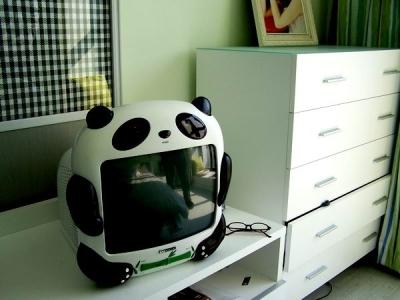 卧室中可爱的电视