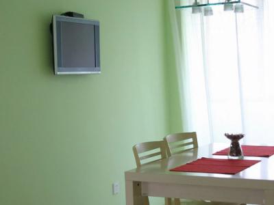 家具选的都是红苹果的,价格略贵,不过做工确实不错
