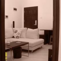 发一张从卧室看客厅的照片