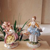 精致可人的陶瓷小饰品如精灵般轻盈灵动,这是女主人的最爱