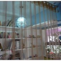 对面的书房,外面是一层线帘,书房是敞开式的,抬高12CM