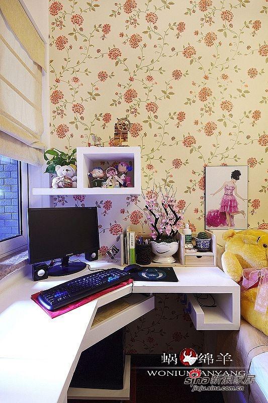 儿童房的中式元素略少,用花朵壁纸和温馨色调让小房间更为现代和可爱一些。