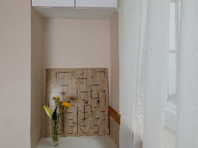 吧台后面放洗衣机和小洗手盆,上面的空间也利用起来能放其他杂物