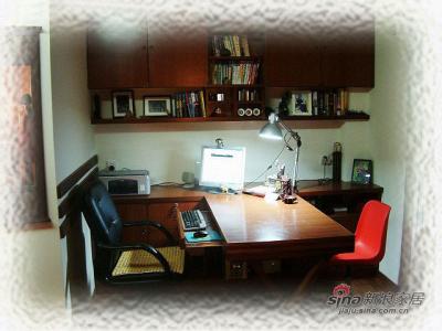 偶们俩的书桌,可以面对面的一边工作一边互抛媚眼