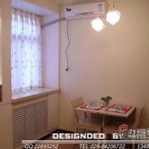 餐厅(空间较小,所以做了一个可折叠式的餐桌,家里来人时打开可供4人吃饭)