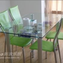 餐厅桌子椅子