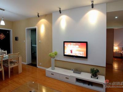 电视背景墙很简洁
