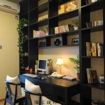书房,没几本书,书都在老家!惭愧