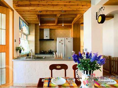 房子内部四通八达的,我们还是回到起点,进去正门的方向,入门是一餐厅~开放式的厨房