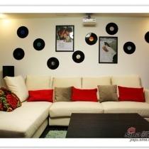 沙发是布艺的,米白色和红色搭配,就怕容易脏。茶几是水曲柳的,这些和餐桌椅是一家的。东西不错。