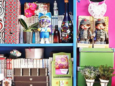 蒙奇奇、阿拉蕾这些玩偶把大女人的窝点缀得孩童般温馨。巨大的展示柜就是他们的家,拥挤中流露着童年的色彩,这也许就是主人与生俱来的童心情结。