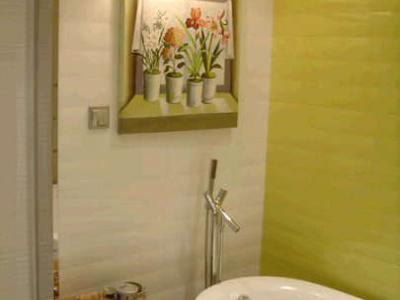 下面先介绍内卫的浴缸部分。大家觉得油画如何?我很喜欢那个灯