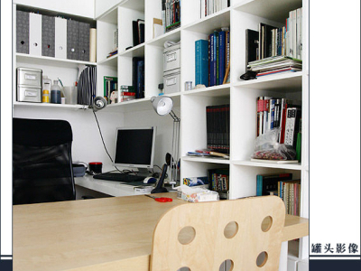 客厅的另一端:书房