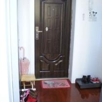 先来张入门口,因为鞋柜尺寸偏大了,所以没有放在门口