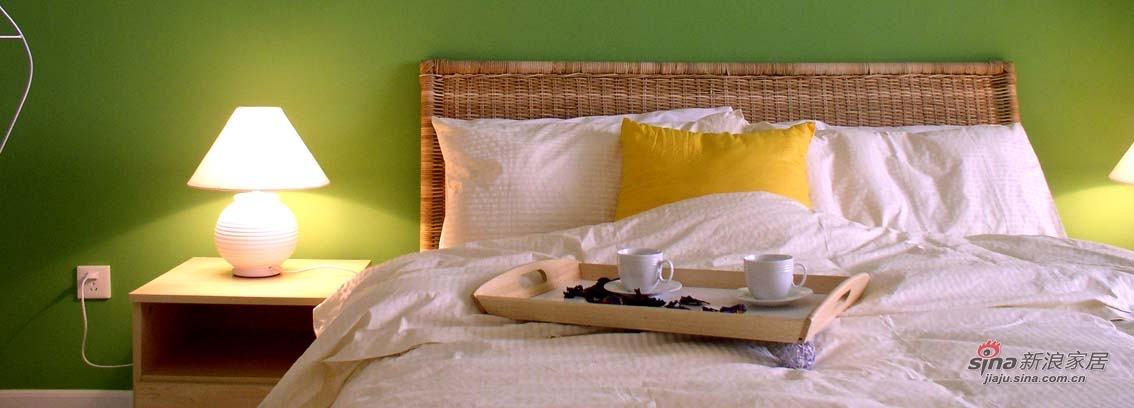 简洁的绿色床头主题墙