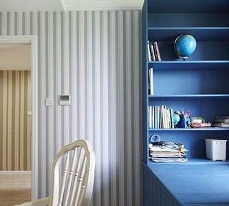 书房也用了竖条纹,同样的蓝色调。