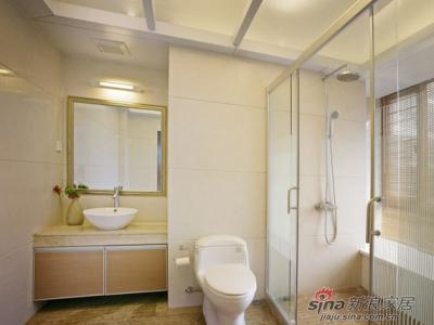 卫生间设计干净素雅,舒适的主题贯彻到底。