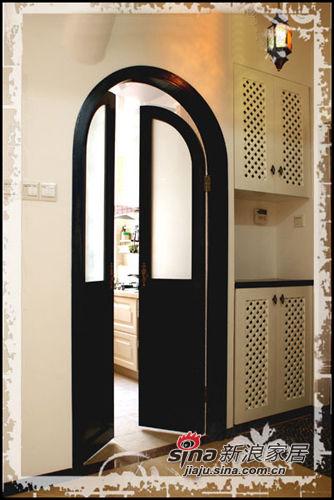 入门右手边的厨房与鞋柜