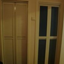 由于地方太小了,所以卫生间和厨房的门只能换成折叠门