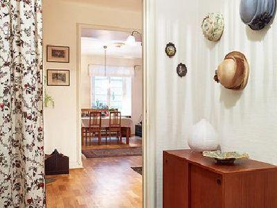 卧室和客厅的通道,帘子非常的漂亮。