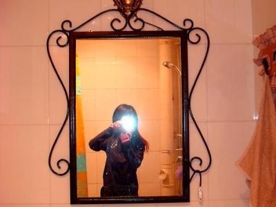在镜子里面亮相