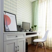 工作间,菱形的壁纸,格子的窗帘非常现代的配色。在这里工作心情也会非常的愉悦。