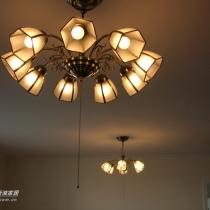 回客厅来看灯