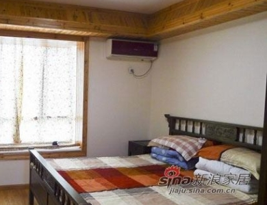 简单的卧室,舒适最重要。一床,一柜,足矣。