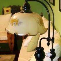 最最喜爱的落地灯。每每打开这盏小灯,懒懒地靠在沙发上,等着老公加班回来,时间不知不觉就这么溜走了