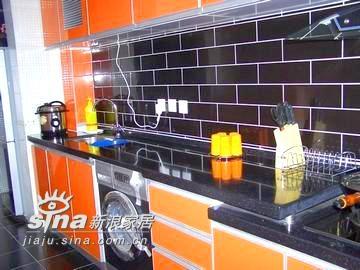 厨房(一面墙我选择了黑砖,当时买 的时候很多人都不支持,说很少人用黑色,但我实行了)