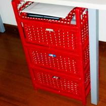 刚买的抽屉柜,放在书桌下正好