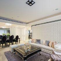客厅设计: 构筑为同一条轴线的客、餐厅,拥有最宽广的尺度,餐厅主墙则运用雕花板及明镜,巧妙隐藏厨房与客卫空间。