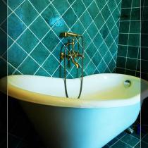 浴缸的使用率不是很高啊!周末要好好享受一下泡泡浴了!