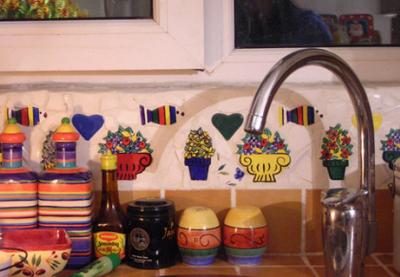 洗菜盆上方的小花,我们贴的哦