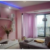 客厅沙发,墙面为粉红色的,呵呵,沙发2700,从4500还价下来的哦~~
